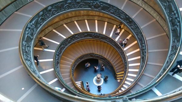 Las escaleras de caracol en Roma: Importancia histórica y resurgir contemporáneo
